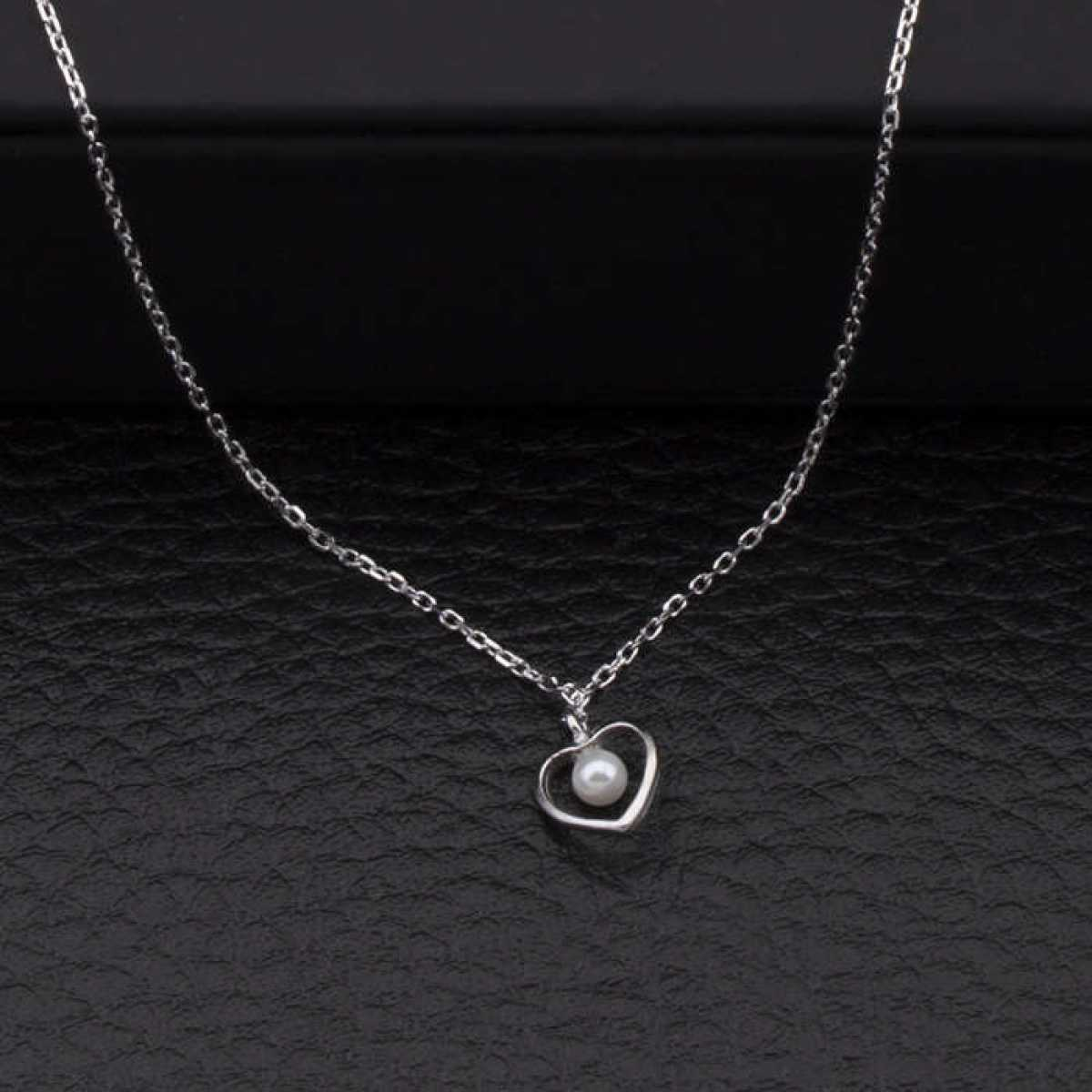 Hinging Pearl Heart Chain
