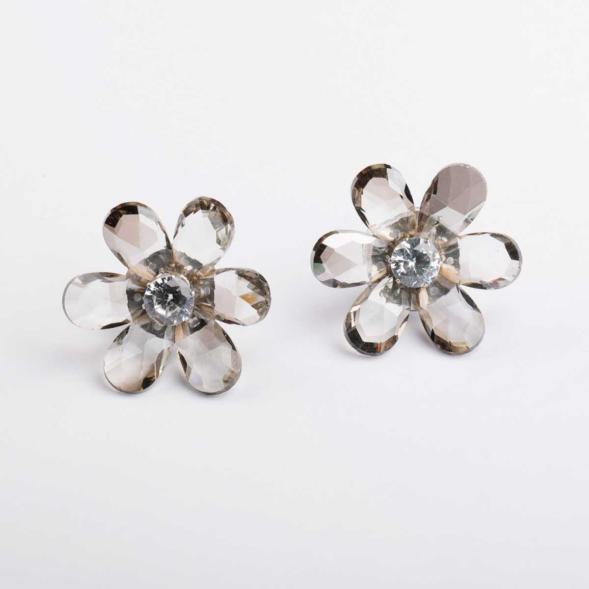 Silver Shine Fashionable White Stylish Flower Design For Girls And Women