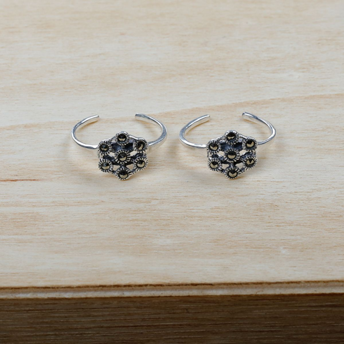 Ravishing Flower Black Diamond  Toe Rings