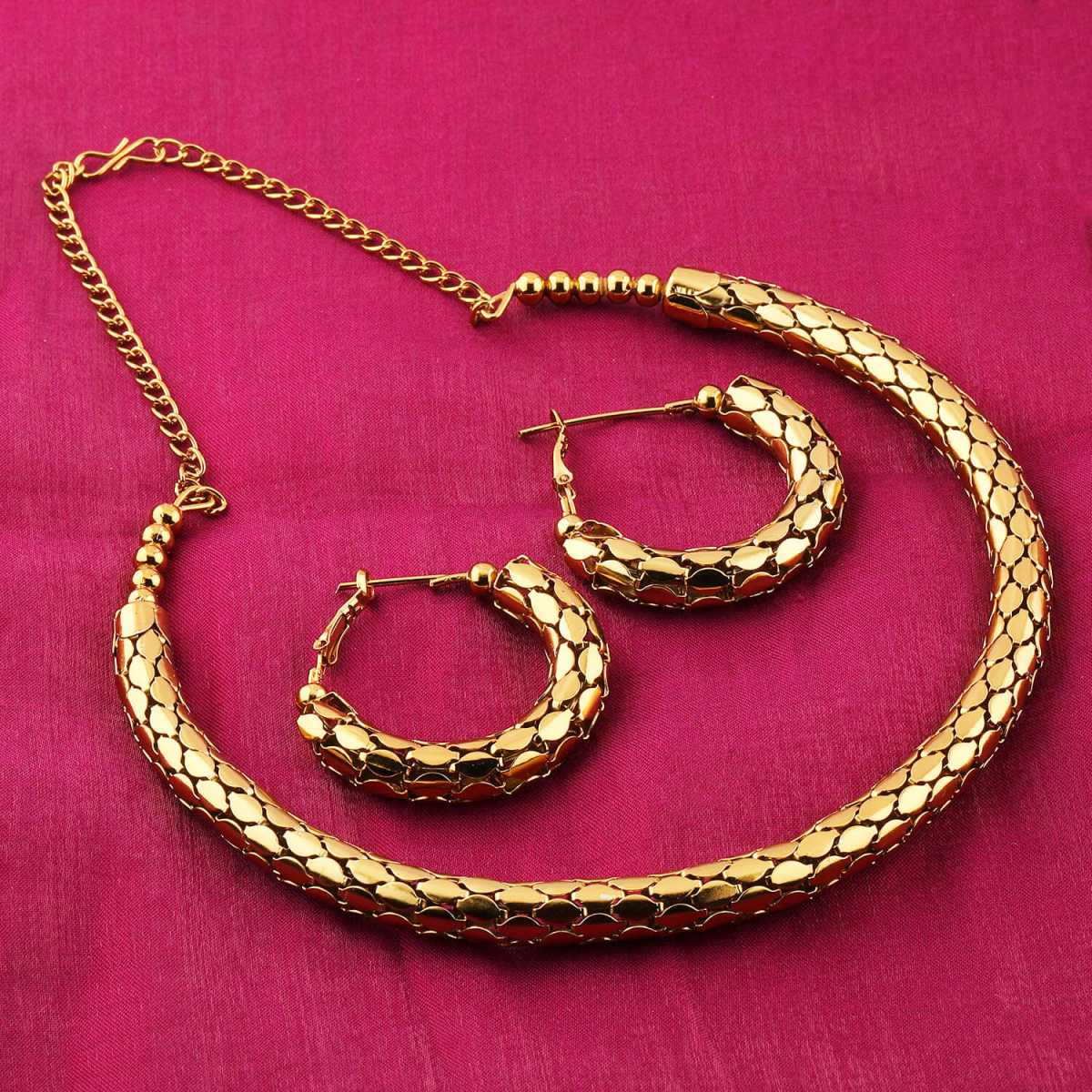 Exclusive Goldplated Partywear Designer Shinning Hasli Necklace set For women Jewellery