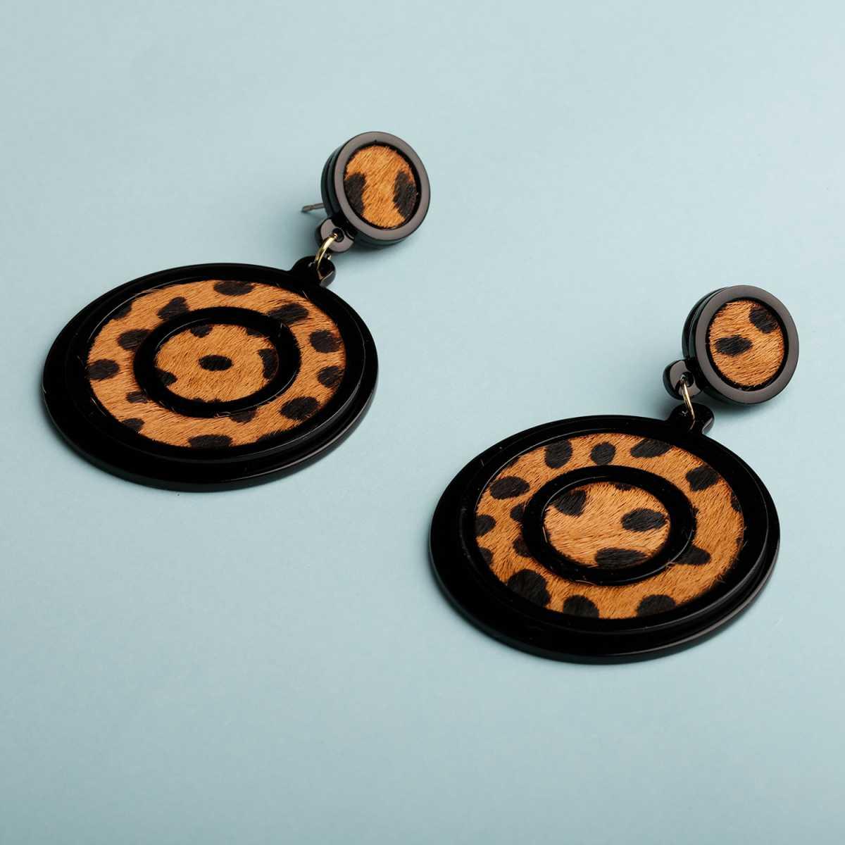 Silver Shine Eye-Catching Black Leaopard Design Attractive Party Wear Earring For Women