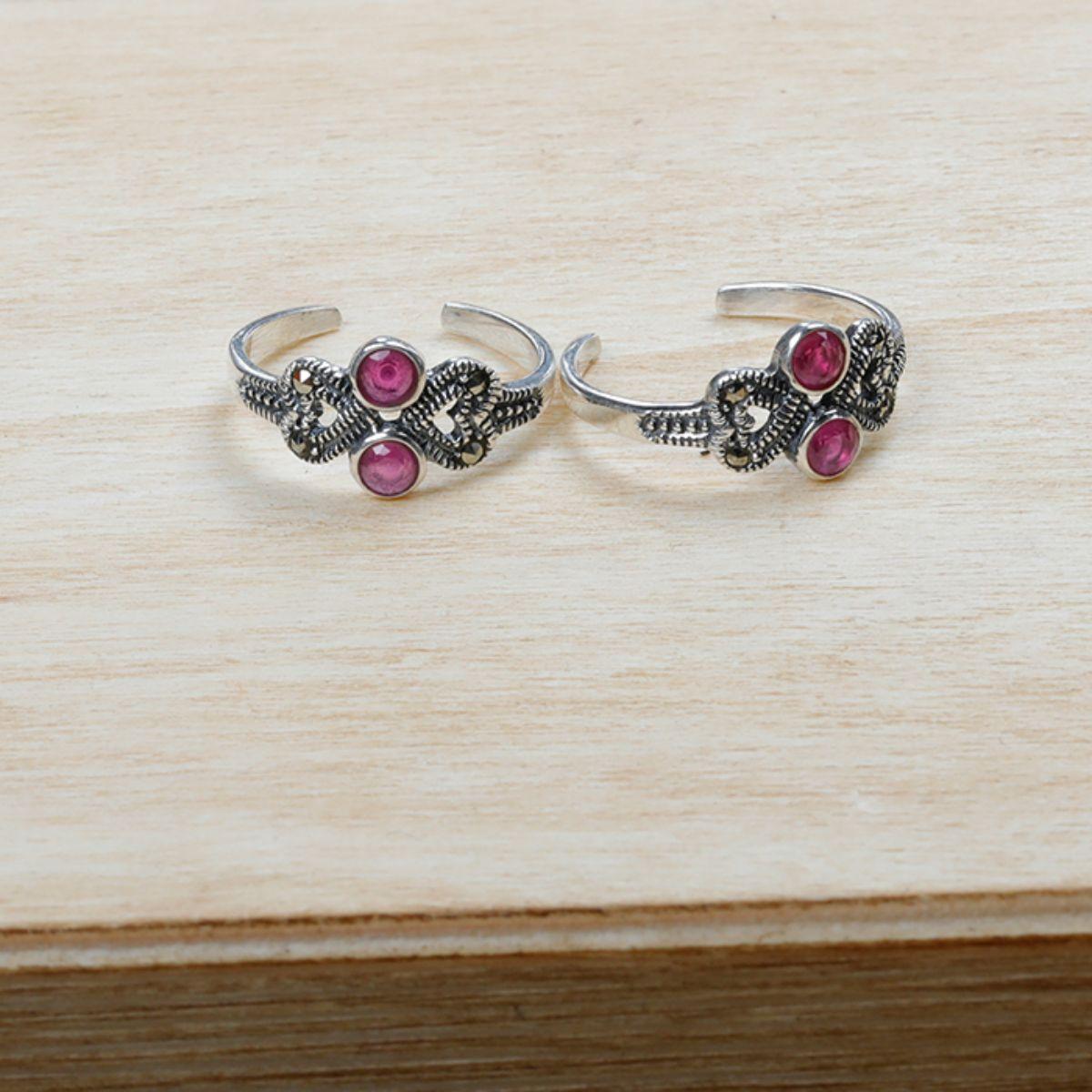 Spunky Diamond And Heart  Toe Rings