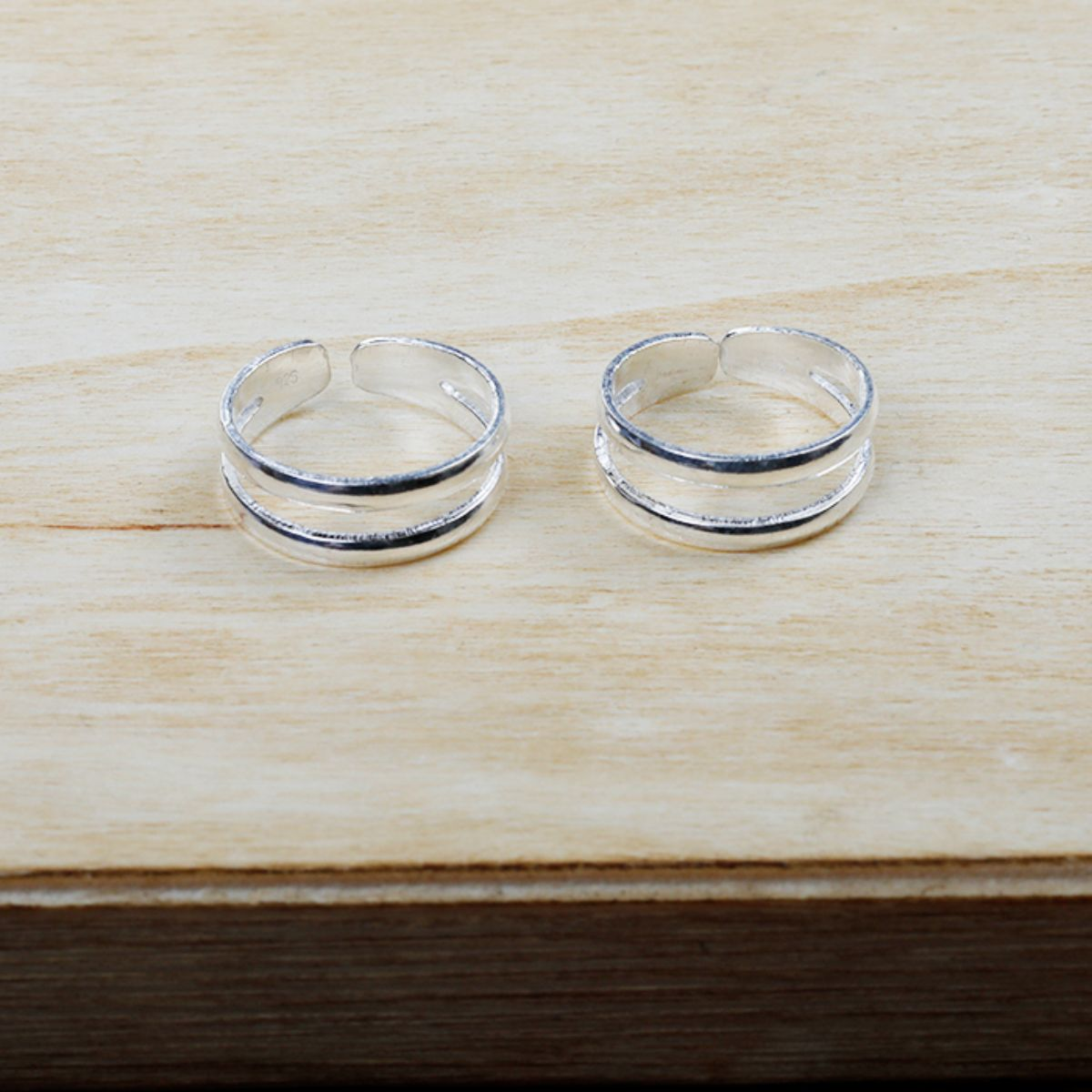 Gorgeous  Shinny Plain Twin  Toe Rings