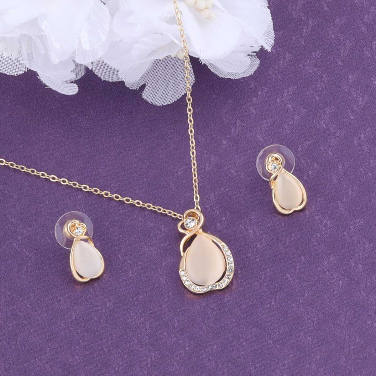 SILVER SHINE Delicate Fancy look   Pendant Set For Women Girl