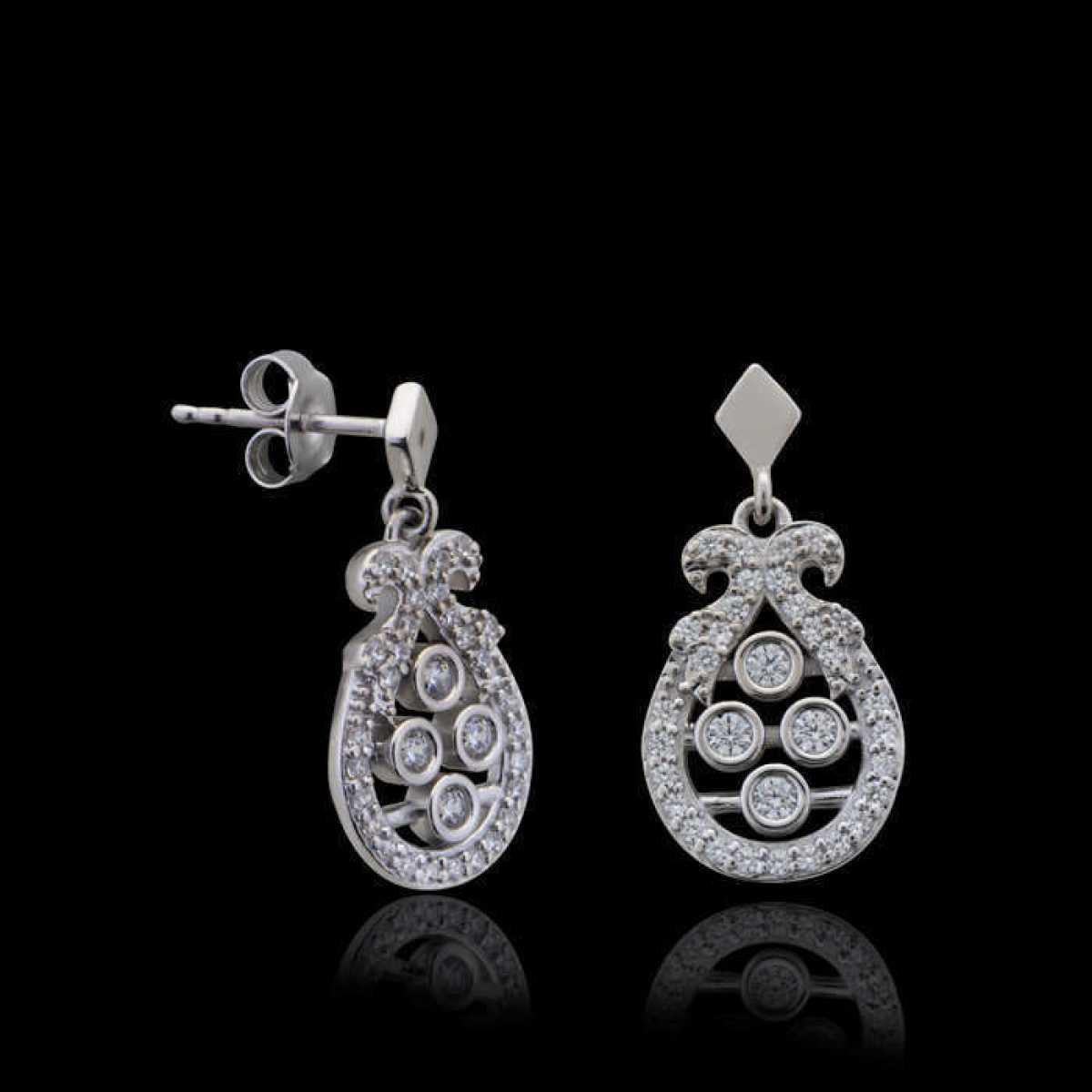 Delicate Diamond Stud Earring