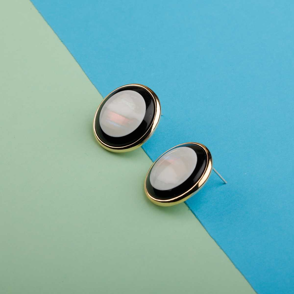 Silver Shine Classic Black With Simple Fancy Stud Earring Look For Women