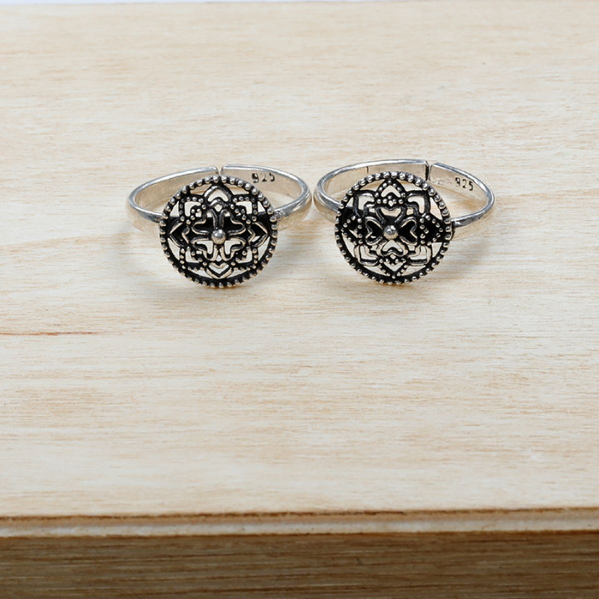Attractive Round Flower  Toe Rings